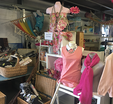 Renaissance - Second hand clothing and furniture in Poole
